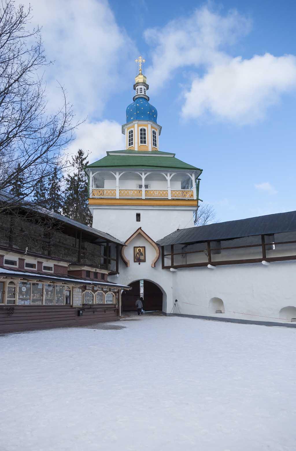где находится псково печерский монастырь